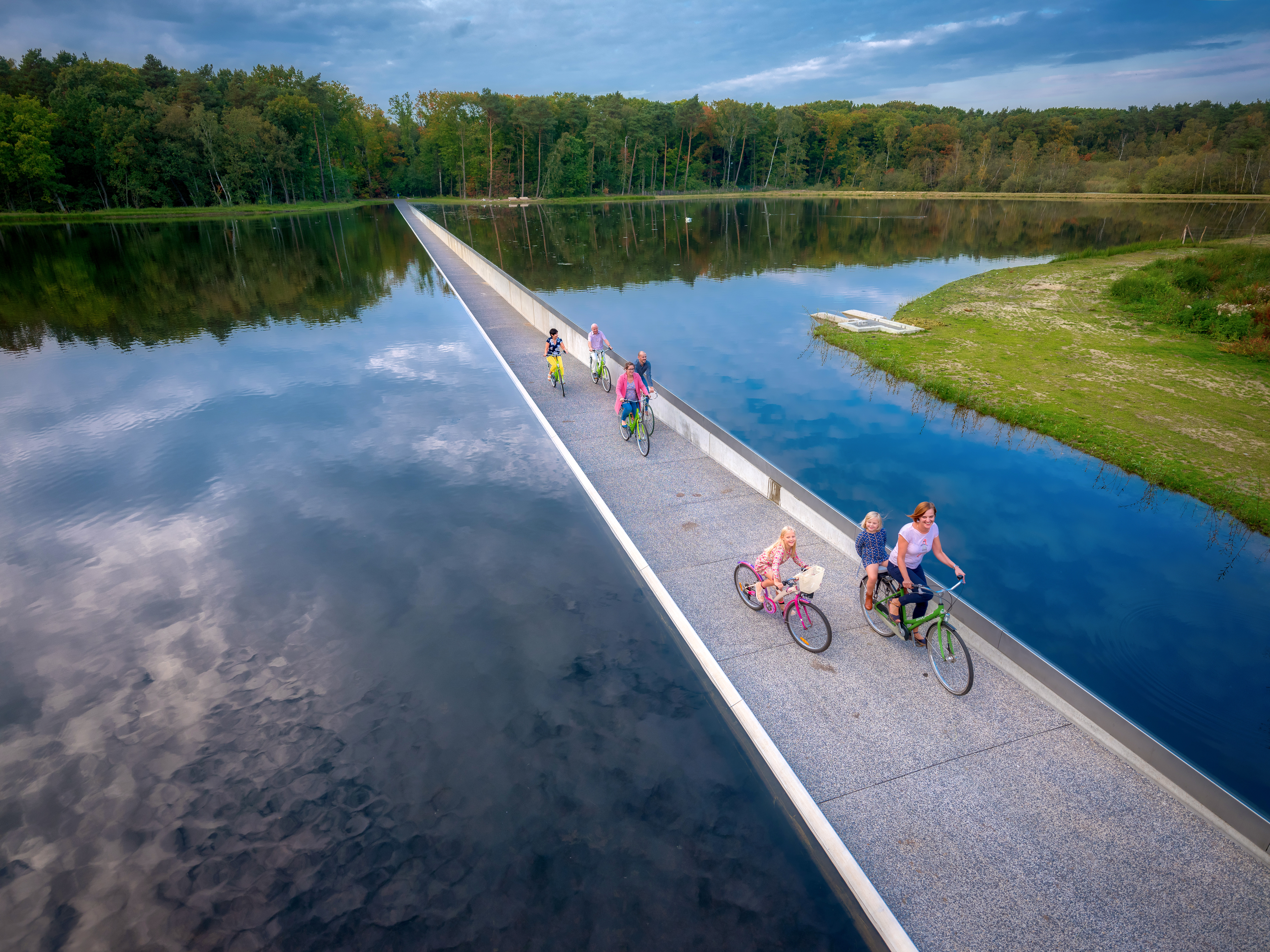 cycling through the water bokrijk solar cell cycle path