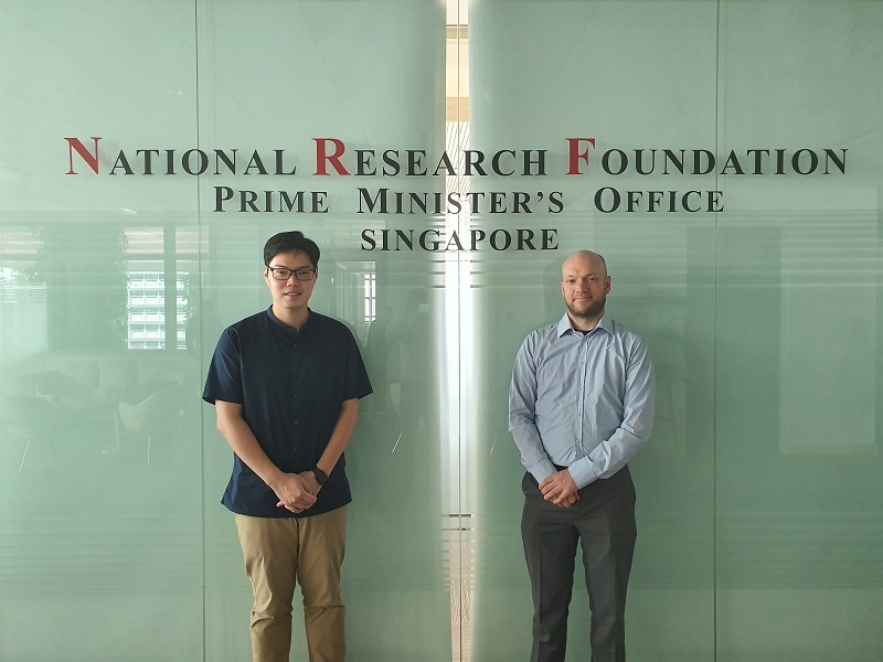 Dr. Charles Lim, Assistant Professor at NUS and Joris Van Campenhout, R&D Program director at imec